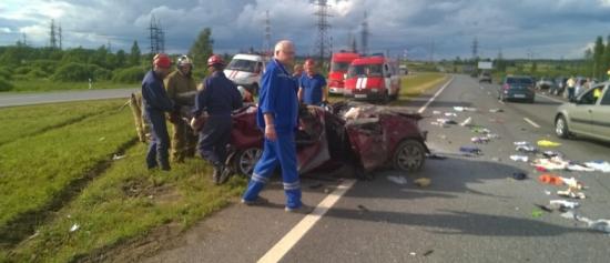 ДТП в Ярославской области на трассе Холмогоры. Микроавтобус и Mazda