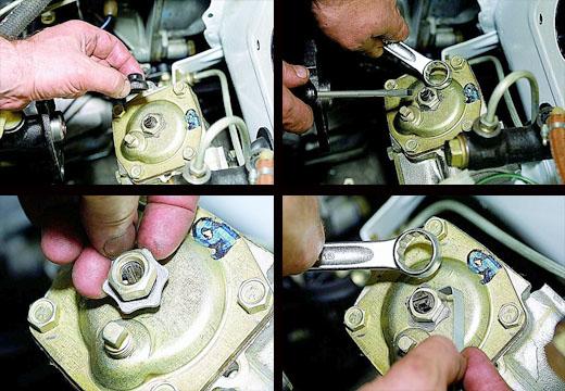 Производим регулировку зазора зацепления ролика с червяком