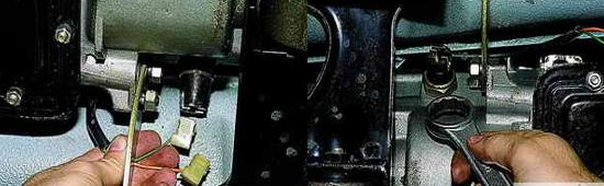 Замена выключателя фонарей заднего хода Нива 2121 2131